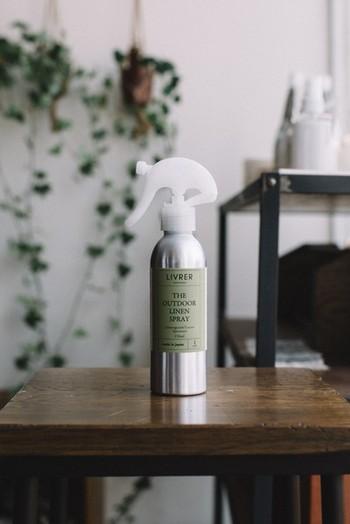 「虫除けスプレー」に見えないおしゃれなボトルのスプレー。実はその効果が特許で認められたものなんです。ディートやピレスロイドといった殺虫剤成分を含まず、ナチュラルな成分を使用し、しかも揮発しにくい技術が使われています。自然なハーブの香りもリラックスさせてくれます。