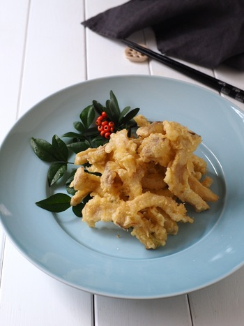 お酒で溶いた松茸のお吸い物にエリンギを揉み込んで天ぷらにすれば驚きの松茸の天ぷら風に!!目から鱗のアイデアあふれるレシピです。
