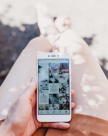 「Instagram」はすでに利用されている方も多いと思いますが、フィルターが充実しているほかプロ級の写真家たちも利用していて美しい写真の勉強にもなります。
