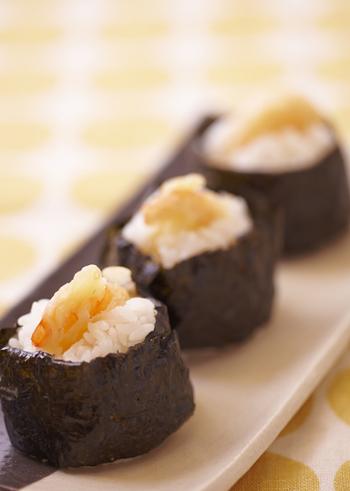 小さなエビを天ぷらにしてご飯で握った天むすは、お弁当にもぴったりです。優しい美味しさを召し上がれ。