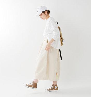 パンツ派の方も、今年の夏はスカートにチャレンジしてみませんか?ロング丈でカジュアルな雰囲気のスカートも揃っているので、甘い雰囲気が苦手な方にもおすすめです。  ゆったりストレスフリーで過ごせるデザインも豊富ですし、なんといってもこれからの季節は涼しく過ごせるのがうれしい◎  夏本番はもうすぐそこまで。 快適に過ごせて気分も上がる、そんなとっておきの一枚をぜひワードローブに迎え入れてみてください。