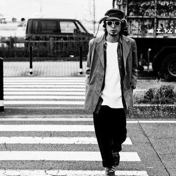 東京を拠点に活動するアーティスト、鶴堀貴之(つるぼりたかゆき)のソロプロジェクト。弾き語りで培った歌を軸に、ブルース、ファンクなどのブラックミュージック、オルタナティブ、アンビエントを取り入れ、レトロフューチャーな世界を描きます。