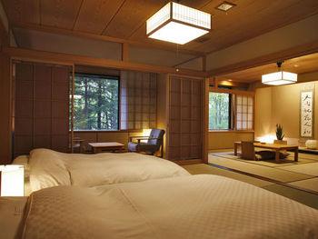 まるで大人の隠れ宿のようなお部屋は、和・洋・和洋から成る6種類のタイプからお選びいただけます。「スパリビング付き」や「スイート」など大人の贅沢が楽しめるお部屋もあります。