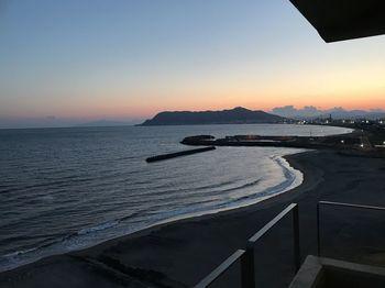 大正11年に創業以来、湯の川を代表する老舗旅館として多くの方を迎えてきた「割烹旅館 若松」。 お部屋は、純和風・洋室・メゾネットルームなど様々なタイプをご用意しており、なんと全室から海を一望することができるのです。