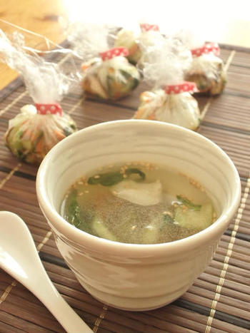 味噌の代わりにコンソメや中華だしの素を使って、洋風や中華風のスープ玉にするのもおすすめです。