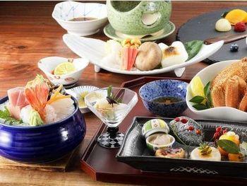 函館の海の幸をふんだんに使った自慢のお食事はとても好評ですよ。
