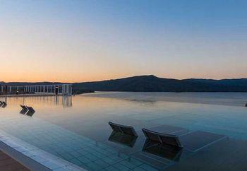 「ニュー阿寒ホテル」は日帰り温泉としても利用が可能で、阿寒湖の眺めを一望できるおすすめのホテルです。