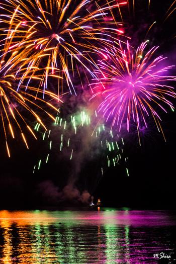 洞爺湖では4月末から10月末にかけて、毎年花火大会が開催されています。約半年間にわたり、長期間開催されている花火大会は洞爺湖の名物ともなっており、温泉に入りながら花火を眺めるのも洞爺湖温泉の醍醐味です。