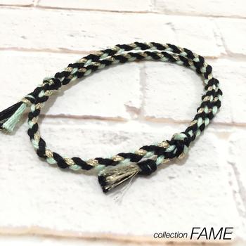 """海外のクラフト好きの間でも""""KUMIHIMO""""として親しまれている『組紐』。ミサンガは「kumihimo friendship bracelets」とも呼ばれています。こちらは、付け外しができるタイプで衛生的です。"""