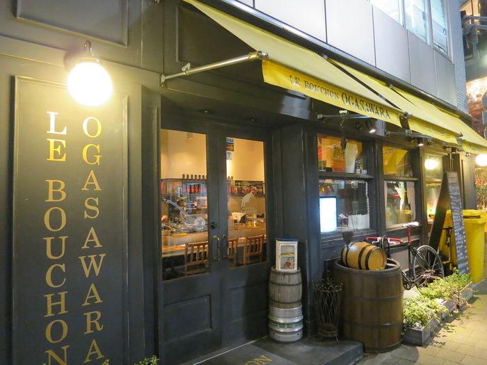 渋谷駅から徒歩10分、黄色いテントが目印の「ル・ブション・オガサワラ」はフランス第2の都市「リヨン」を中心としたフランスの郷土料理が楽しめる人気店。ボリュームのあるメニューが多いので、コスパも抜群と評判です。