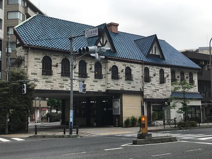 大山駅から徒歩7〜8分ほど、クラシカルな洋館風の一軒家レストラン「レストランオオタニ」は創業1965年の老舗の名店。昔ながらの町の洋食屋さんとして地元の方々に愛されています。