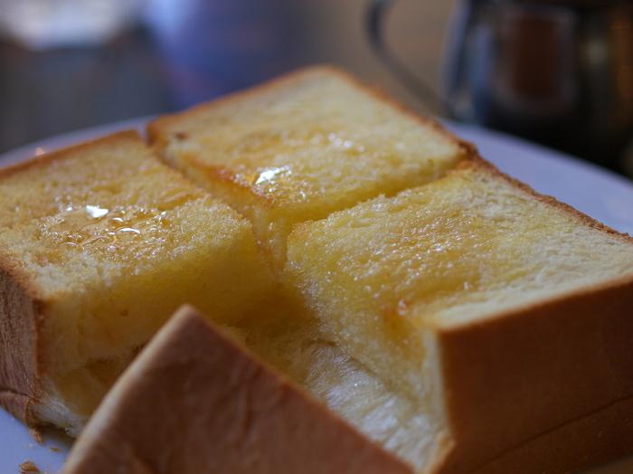 芳醇な香りに癒される。ふかふかの「厚切りトースト」が堪能できる喫茶店《7選》