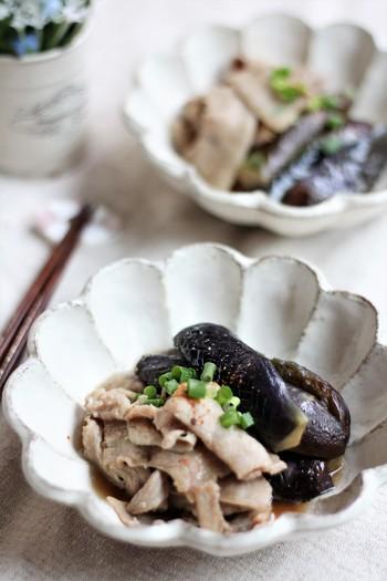 相性バツグンの豚バラ肉とナスをお出汁でさっと煮ました。作り置きして、食べるときに温めても美味しくいただけます。