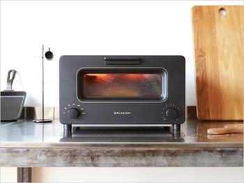 話題になっているバルミューダのトースター。スチームを利用した斬新な発想のトースターです。