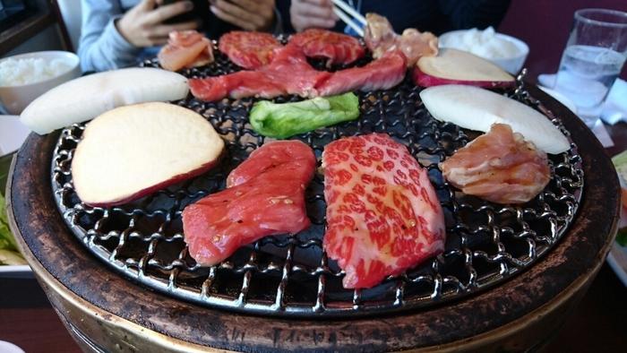 「炭一鉄」は、岡山市内に3店舗を構える人気の焼肉店。国産牛を中心に厳選されたお肉をお求めやすい価格で提供。特にカルビメニューは質にこだわり、サイドメニューもバラエティー豊富。