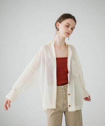 涼しげに、軽やかに。上品な透け感を楽しむ【夏のファッションアイテム】