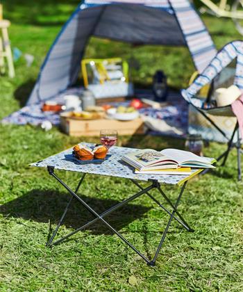 テントの他にも、折り畳みテーブルやミニチェアなどもあるので、シリーズで揃えるのも素敵です。