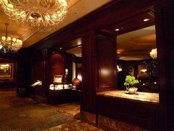 ザ・ロビーラウンジは、西梅田駅近くに立地する高級ホテル、ザ・リッツカールトン大阪内にあるカフェレストランです。