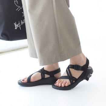 履き心地も機能性も◎なサンダルは、まさに夏の定番。ネイルや靴下とのコーデも楽しめるので、普段のお洒落にも、ビーチや旅行にもぴったりです。