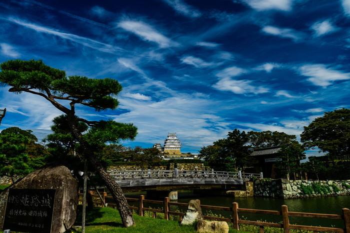 1346年に築城された姫路城は、ユネスコの世界遺産に登録されているほか、国宝、国の重要文化財、特別史跡に指定されており、日本100名城の一つに数えられています。