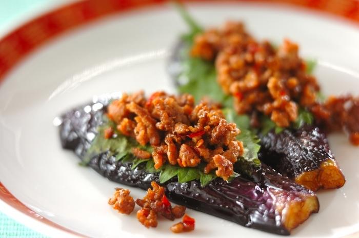 暑くなってきて、これから旬を迎える野菜のひとつ、「茄子」。鮮やかな色とみずみずしい食感が特徴です。そんな「茄子」を使った料理の最強組み合わせ食材が「ひき肉」です!ひき肉から出る油や旨みを茄子にめいいっぱい染み込ませて、この夏は「茄子」と「ひき肉」料理のレパートリーを増やしてみませんか。人気のレシピをご紹介いたします♪