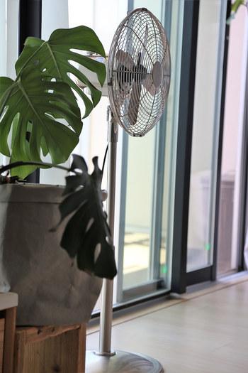 アロマを浸み込ませたリボンや布を適当な長さに切って、扇風機に取りつけると、清涼感のある風が吹いて涼しく感じられます。特にハッカオイルがおすすめですよ◎