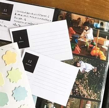 付箋などを活用して、コメントを添えるのもおすすめ。  写真1枚1枚にコメントを残してもいいですが、月別でまとめていく場合に最近人気なのは「マンスリーカード」。1か月の思い出やエピソードを1枚にまとめられます。  デザイン豊富に市販されていますが、エクセルなどで手作りすることも可能です。
