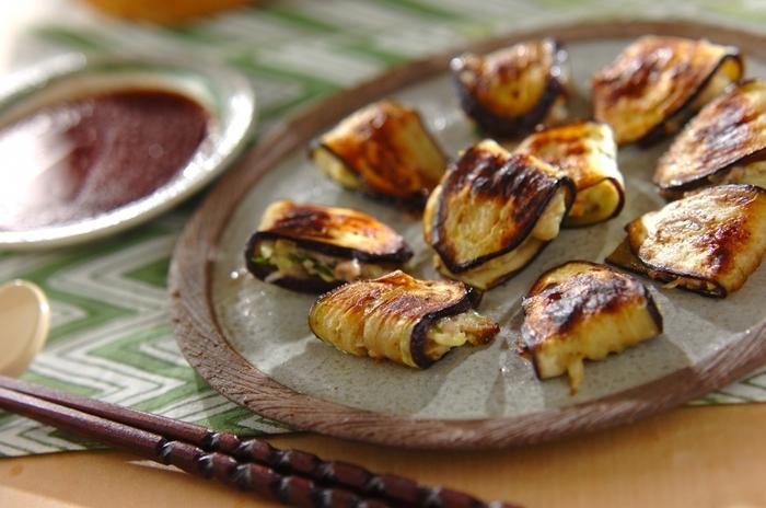 中華の定番餃子をナスで存分にアレンジしたレシピ。皮で包まず具をナスで包むことで肉のジューシーを吸い込んでジュワッと美味しい一品に仕上がります。
