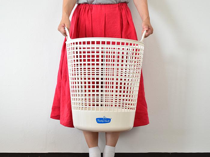 ビックサイズは、直径40cm×高さ52cmと、ゆったりサイズ。家族みんなのたっぷりの洗濯物も余裕で受け止めてくれる頼もしい存在です。みなさんのおうちに合ったサイズのランドリーボックスをチョイスしてみて下さいね!