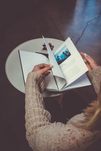 ページをパッと開くだけで、大切なものが目に入ることが、大切なポイントです。  何気なく眺めたつもりでも、偶然目に入ったページたちが、忘れていた愛情や記憶を呼び戻してくれることでしょう。