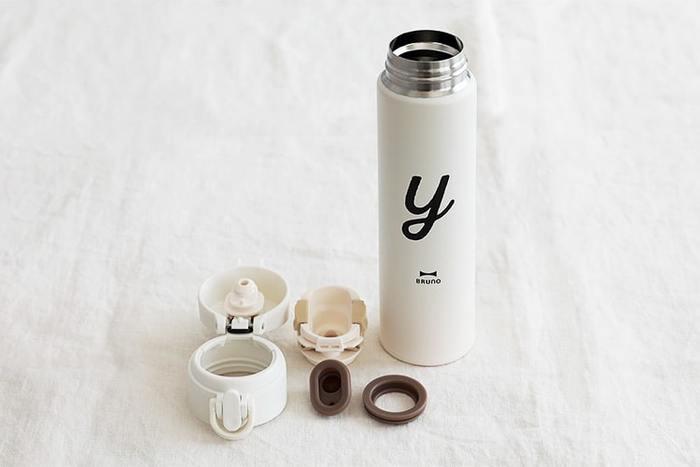 水筒を洗う際は、隙間に汚れや洗剤が残る可能性があるので、面倒でも、必ずパッキンを取り外してから洗うことをおすすめします。特に黒や茶といった暗めの色のパッキンは汚れが目立たず、カビなどの黒ずみを見逃ししまうことも…取り外してしっかり洗うことで、水筒をより長くキレイに使い続けて行くことが出来ます。