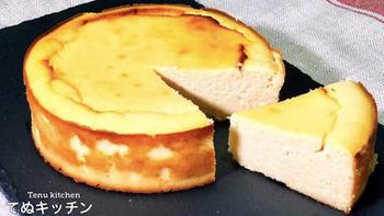 グルテンフリーのチーズケーキも、材料を混ぜて焼くだけで簡単にできますよ!小麦粉の代わりにおからパウダーを使うところがポイント。クリームチーズが濃厚なので、おからの味はほとんど感じません。低糖質なので、ダイエット中の方にもおすすめです。