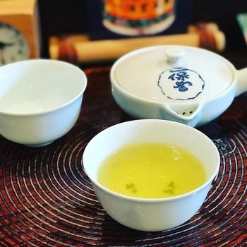 美味しいお茶を頂きたいなら、老舗「一保堂茶舗」を訪れてみては。  抹茶・玉露・煎茶・番茶と、注文したお茶に合った淹れ方もレクチャーしてくれるので、初心者さんも安心。 和菓子とのセットメニューが用意されています。