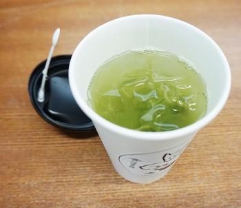 こちらは玉露のテイクアウトです。夏の暑い日に美味しいお茶で喉をうるおせるのは嬉しいですよね。