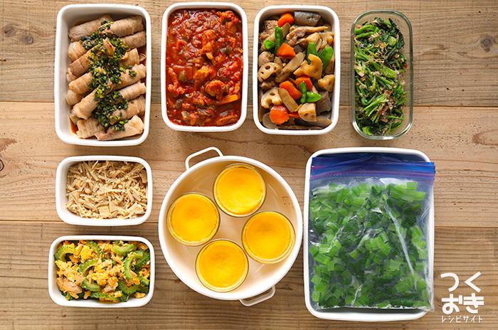 毎日の食事作りを楽にする「常備菜」。すでに作り置きを実践されている方にも、興味はあるけどなかなか始められない方にもおすすめの、暑い季節にぴったりの常備菜をご紹介していきます。旬の食材を使ったものが1品追加されるだけで、食卓が賑やかになりますよ!夏場は特に気になる保存時の注意点も、あわせて確認していきます。