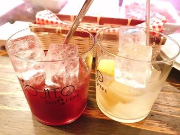 赤と白のサングリアはもちろん、クラフトビールや本場のワインなどいろんなお酒も楽しめます。