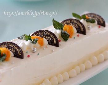 ヨーグルトをベースにしたすっきりとした味わいのアイスケーキ。マーマレードを加えているので、口の中でオレンジがふわっと香ります。