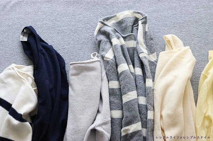 ウールの中にはおうちでは洗えないものもあるので、まずは洗濯表示の確認を。こすれによって縮みやすくなってしまうため、中性洗剤で優しく押し洗いするのがおすすめです。柔軟剤を含ませてふんわりと仕上げましょう。