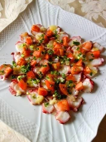 茹でタコを使ったカルパッチョは、食材を切ってドレッシングをかけるだけなので簡単!塩レモンが爽やかでお箸が進みます。カラフルな彩りはおもてなしの前菜にぴったりです♪