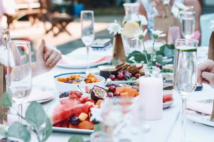 爽やかな夏のおもてなし♪食器選び・テーブルコーデのポイント&おすすめレシピ