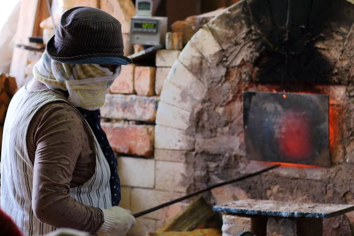 信楽町には陶芸体験ができる工房、職人が丹精をこめて作品を作り上げる窯元が数多く現存しています。