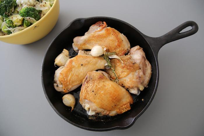 鉄製でとっても丈夫なLODGEは、お肉はもちろん、ポップオーバーやホットケーキなどのスイーツも、なんでもお任せあれの便利なフライパン。