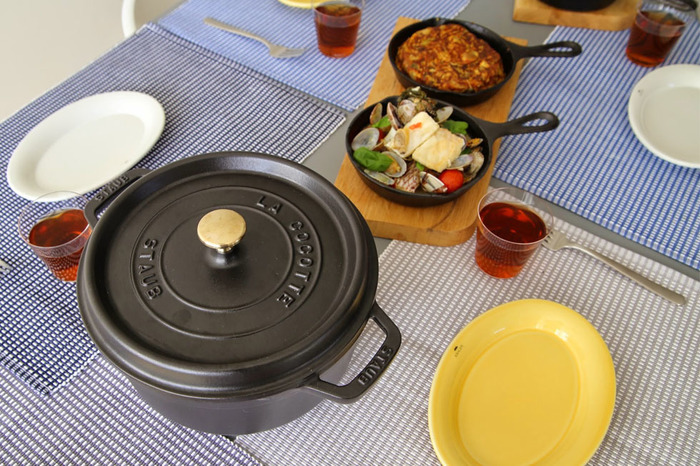 中くらいのサイズはコトコト煮込み料理を作るのにオススメです。