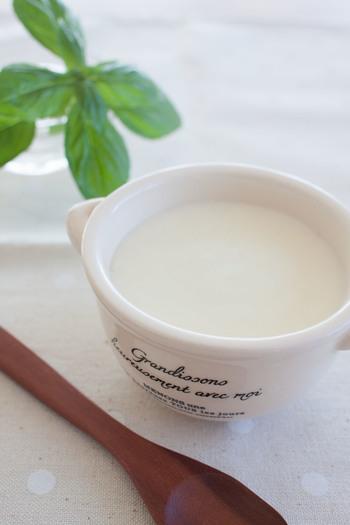 乳製品と相性のいいナツメグは、ホワイトソースにぜひおすすめ。こちらのレシピは、ダマができにくく、まろやかに仕上がるホワイトソースだとか。重宝します。