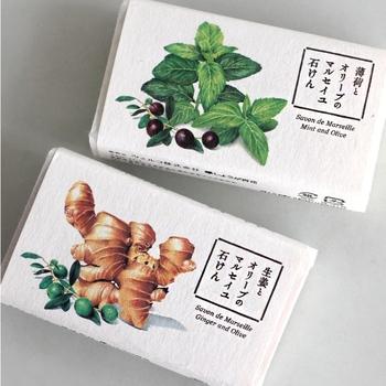 """""""素肌を取り戻したい""""という思いから、2011年に京都で生まれた「しょうが百花」の天然成分100%の無添加石けん「マルセイユ石けん」。画像上記の「薄荷とオリーブ」は、 北海道産の薄荷で作られており、清涼感のある香りが夏のお肌をやさしくひんやりさせてくれます。"""