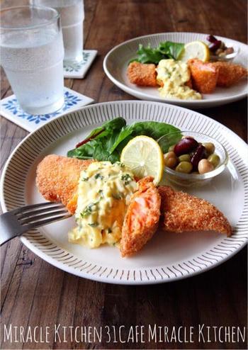 お魚料理と合わせるなら、タルタルソースにするのがおすすめ!さっぱりとした味で、サーモンフライと好相性です。簡単なのに華やかでボリューミーな、嬉しい一皿。