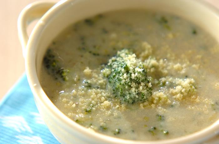 ナツメグは、ミルクだけでなく豆乳などとも相性がいいようです。こちらは、ブロッコリーの豆乳ポタージュスープ。まろやかな味わいの栄養満点スープです。