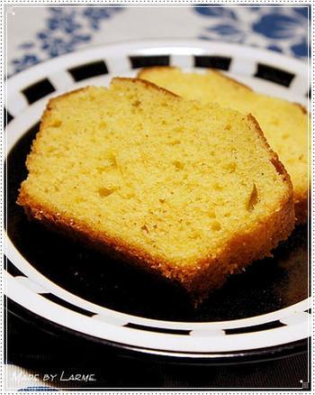 ナツメグを使ったスパイスケーキのいいですね。シナモンやジンジャーパウダーなども合わせて、香り高く仕上げます。