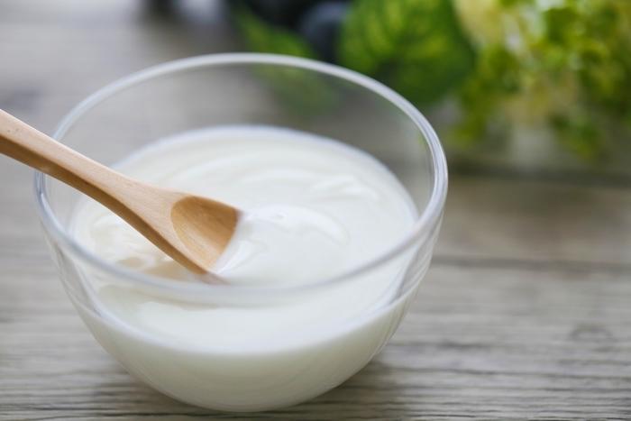 ヨーグルトの「乳酸菌」がお肉の筋繊維をほぐして、やわらかくなります。