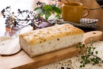 カフェも併設されている山田牧場では、様々な自家製スイーツをいただくことができます。なかでも、新鮮な牛乳がふんだんに使われた贅沢チーズケーキの味は格別です。